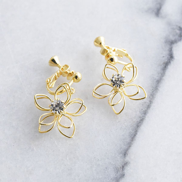 透かし重ねフラワーイヤリング【Amy watermark overlapping flower clip on earlings】