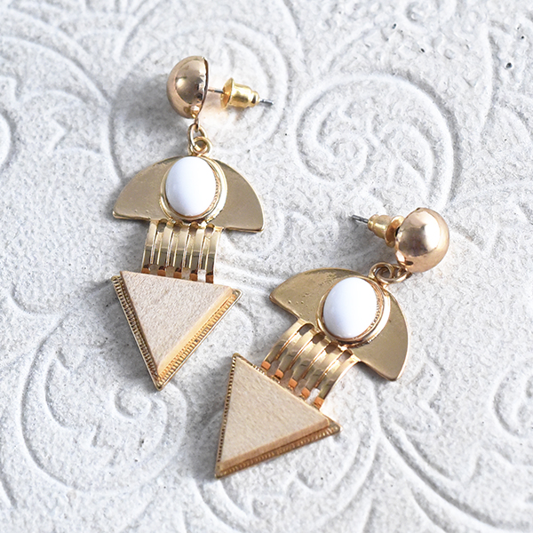 三角パーツメタルピアス【Lastic triangule pearl metal pierced earrings】