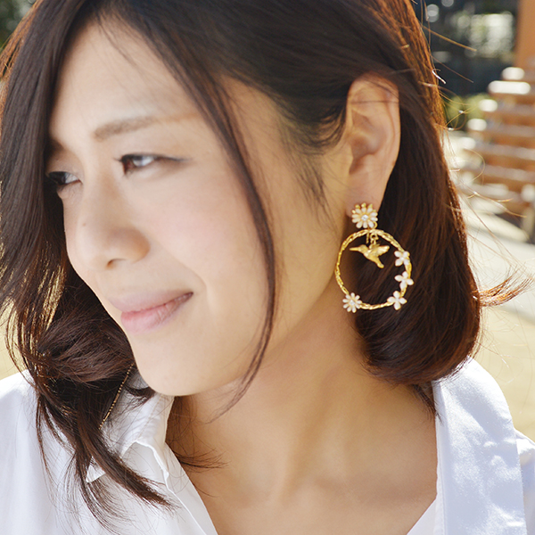 フラワーフープピアス【Authie flower hoop with bird pierced earrings 】