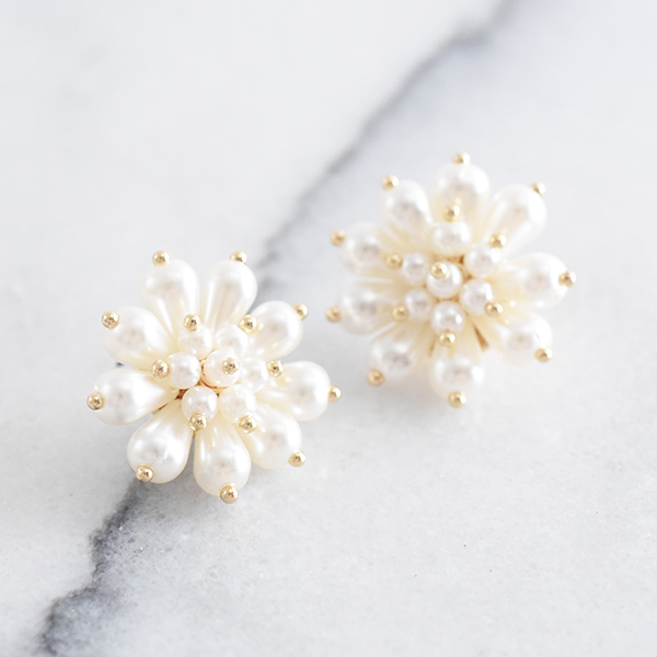 総パールフラワーピアス【Quins pearl flower pierced earrings】