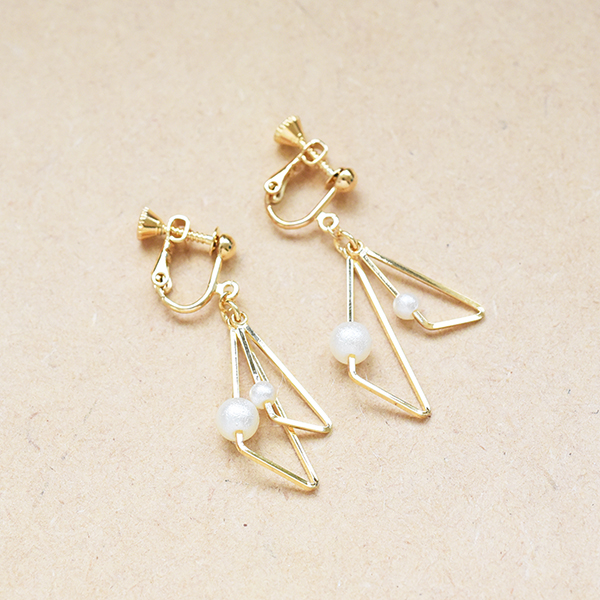パール付き三角ダブルイヤリング【Rennes triangle double with pearl clip on earlings】