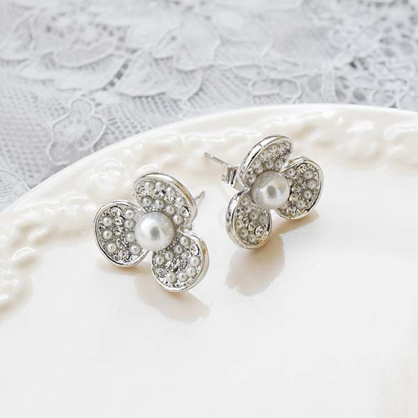 三つ花パールピアス【Bracieux three flower pearl pierced earrings】