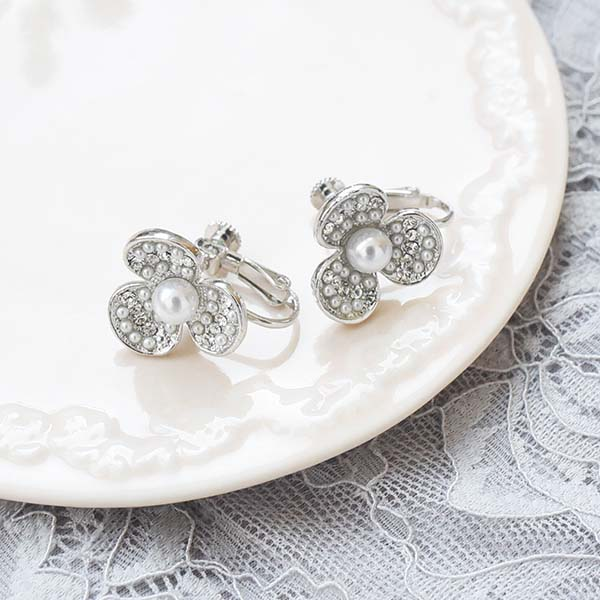三つ花パールイヤリング【Chailles three flower pearl clip on earlings】
