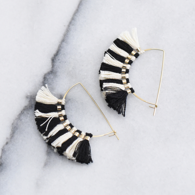 フリンジ ハーフムーンピアス【laval fringe Crescent Moon pierced earrings】