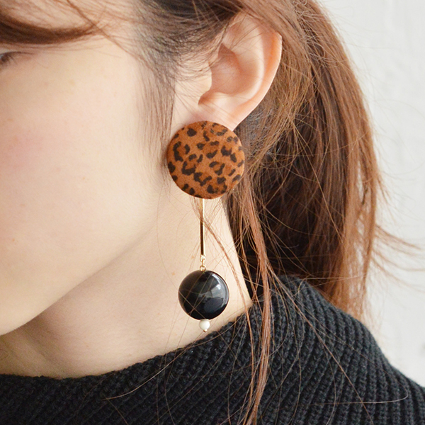 ヒョウ柄くるみパーツバーピアス【Leopard pattern walnut part bar pierced earrings】